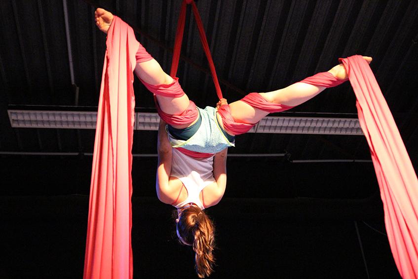 Aerial-Silk-in-der-Zirkusfabrik