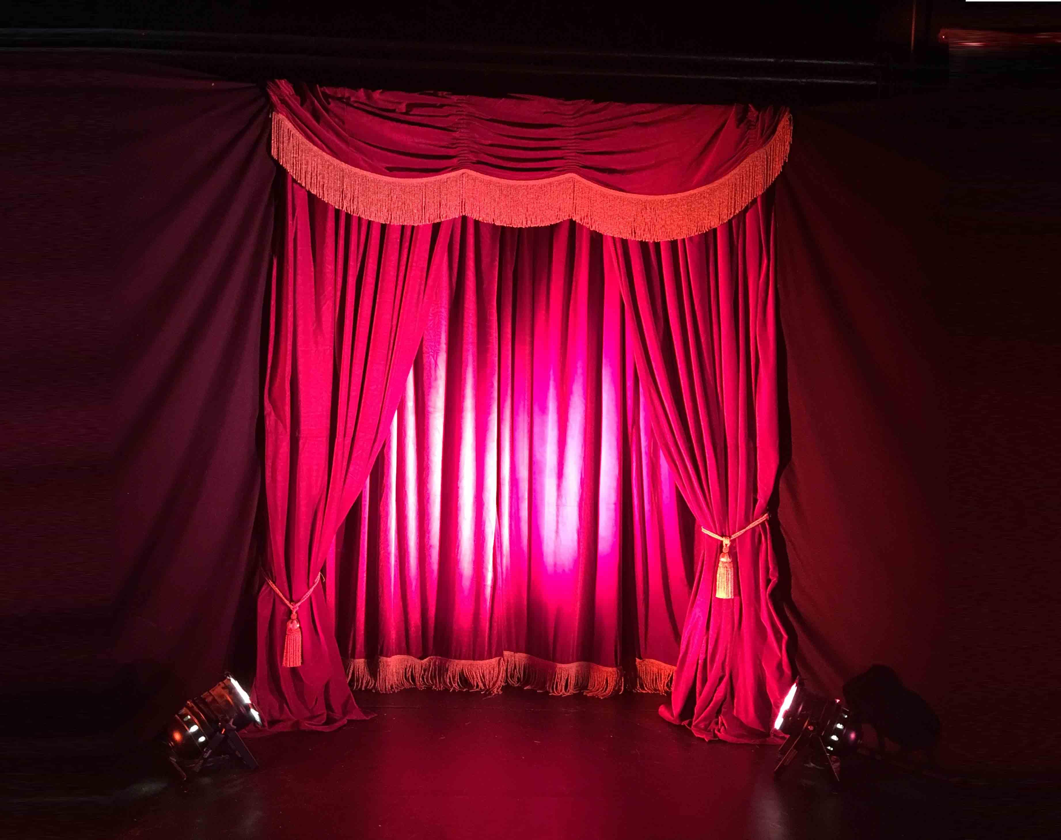 Vorhang-in-der-zirkusfabrik